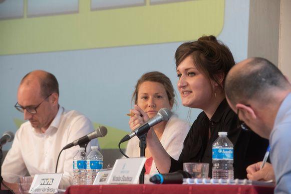 Politiek debat College Melle : Adeline Blancquaert (VB)  stelt het partijprogramma voor.