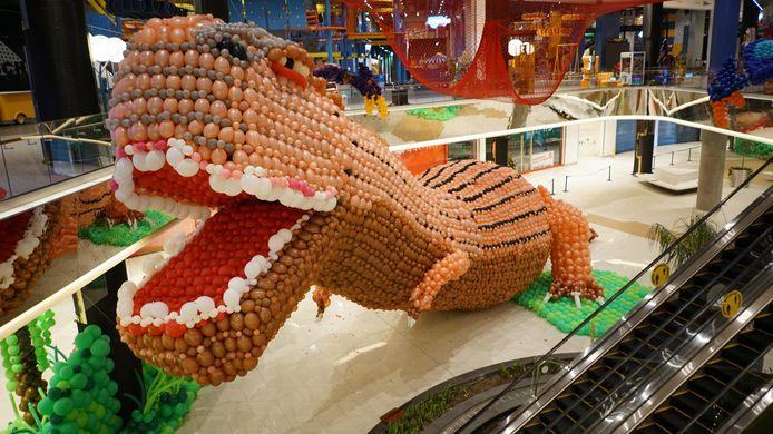 De Ballonnosaurus in het winkelcentrum in Istanbul.