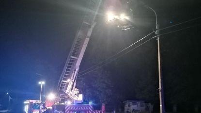 Brandweer doet het licht uit op Wettersesteenweg (nadat verlichtingsarmatuur vuur vat)