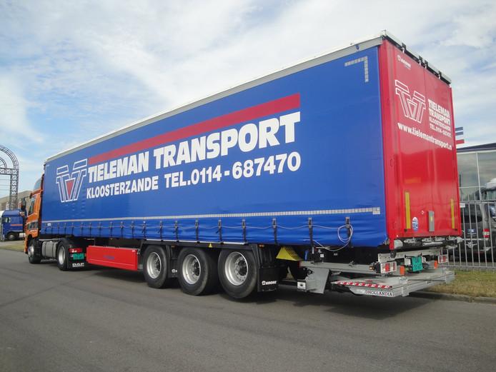 Tieleman Transport uit Kloosterzande is al bijna een jaar een soortgelijke oplegger van het merk Krone kwijt. Deze is gestolen in Kallo, bij Antwerpen.