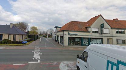 Ongeval tussen 2 auto's in Lievegem: jonge bestuurder eindigt met wagen tegen stelling