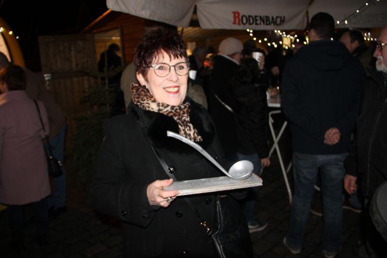 Myriam Biesbrouck won de soepwedstrijd in Krottegem. Haar soep mag volgend jaar op de nieuwjaarsreceptie geschonken worden.