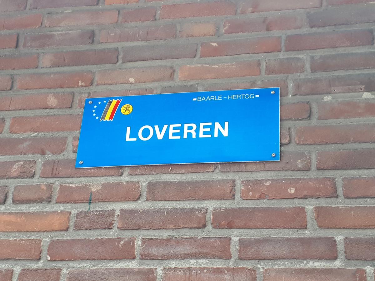 Loveren is nog altijd een straatnaam in Baarle-Nassau/Hertog. Dit bordje hangt vlakbij de plaats delict van 1854.