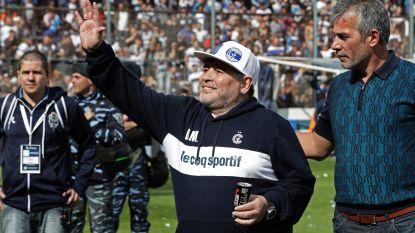 Emotionele Maradona krijgt warm onthaal door duizenden fans van nieuwe club in Argentinië