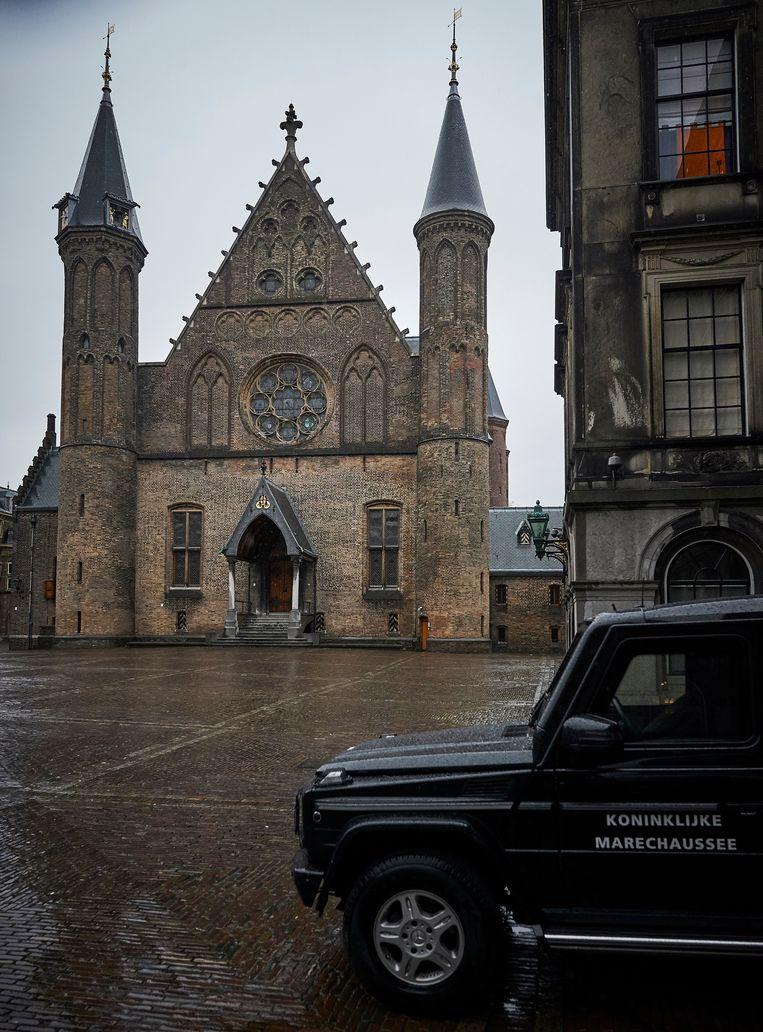 Een jeep van de marechaussee voor de Ridderzaal in Den Haag. Beeld Phil Nijhuis