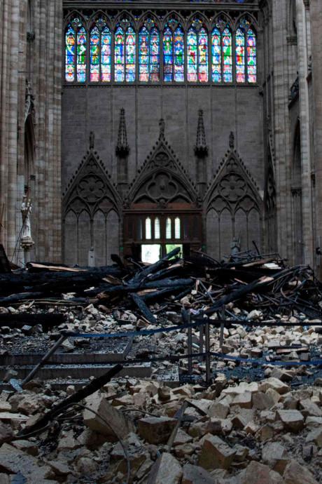 1 miljard voor 'hoop stenen': waarom Notre-Dame sneller fondsen werft dan humanitaire rampen