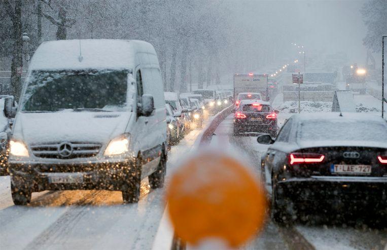 In Brussel viel een dikke laag sneeuw.