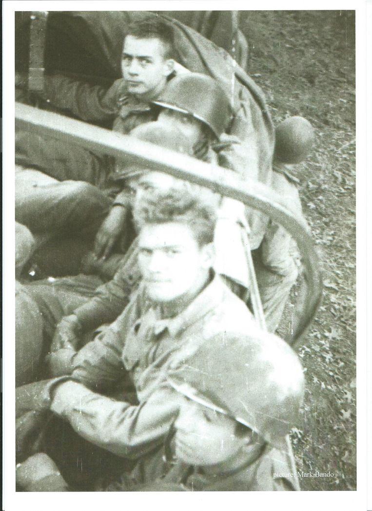 Robert Peninger (tweede van onder) Beeld Mark Bando