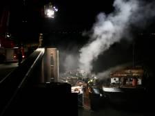 Buurman redt bewoner van brandende woonboot in Arnhem, twee gewonden