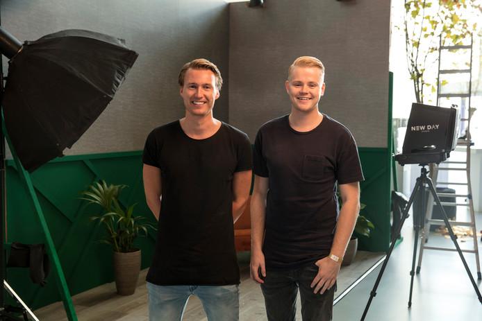 Erik Journée (links) en Jeroen Nieuwhuis van New Day studio in de set in aanbouw in AFAS Live.