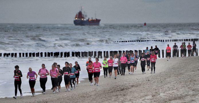 De deelnemers aan de Ladies Run krijgen het vanavond zwaar: regen, wind en hoog water.
