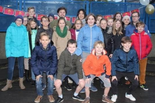 De klas van Marjolijn kreeg woensdag bezoek van Ketnetwrappers Sarah en Leonard.