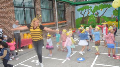 Bijen centraal op eerste schooldag kleuters De Oogappel