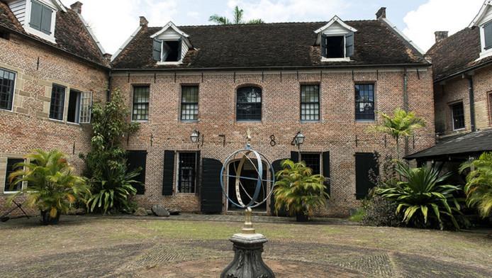 Binnenplaats van Fort Zeelandia, waar op 8 december 1982 de Decembermoorden plaatsvonden.