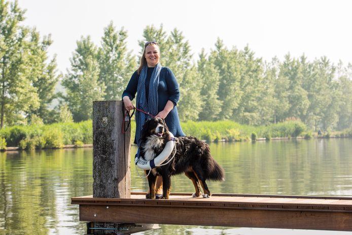 Nancy van Heeswijk haalde met haar vlotreis geld op voor de afbouw van de rondreisboot de Waterengel.
