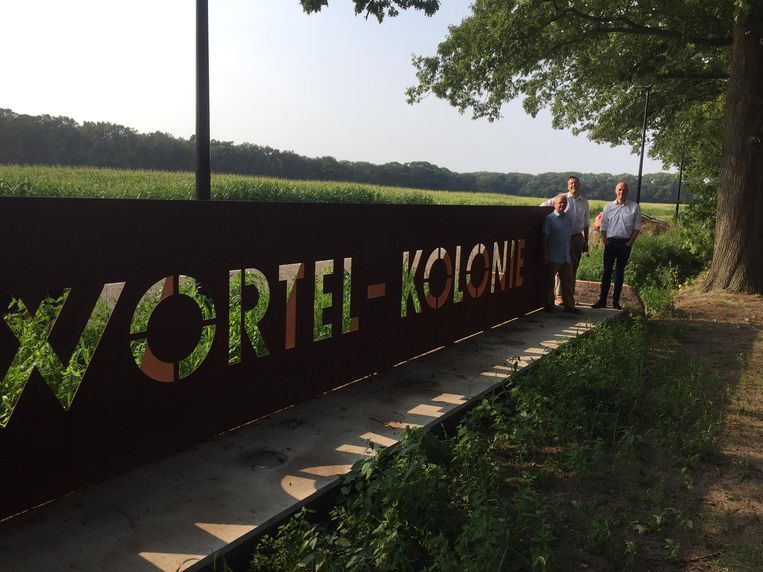 De wandeling vertrekt op de kolonie van Wortel.