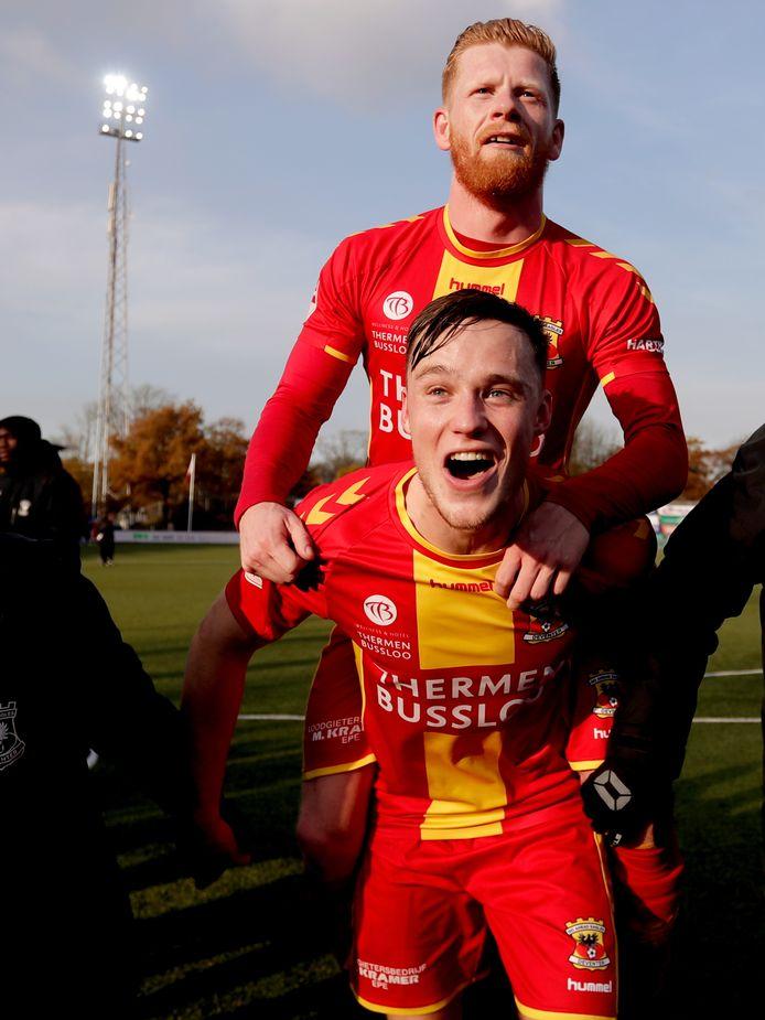 Richard van der Venne van Go Ahead Eagles vierde met Sam Beukema de zege op Telstar vorig weekend (0-2).