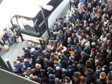 Chaos op stations door stroomstoring nog niet opgelost: treinverkeer Eindhoven-Den Bosch plat en niet genoeg bussen beschikbaar