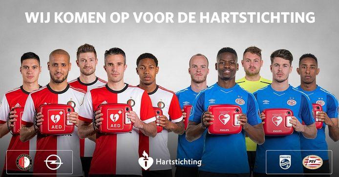 De spelers van Feyenoord en PSV met een AED.