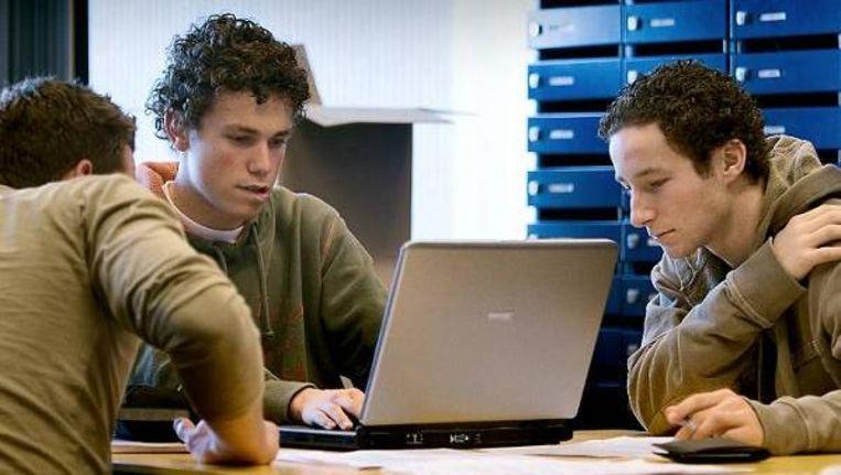 Leerlingen van de Hogeschool Amsterdam: investeer één euro in ze en er komt drie euro uit voor de samenleving. Aldus de HBO-raad. (Werry Crone, Trouw) Beeld
