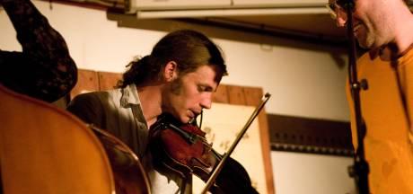 Paul (35) stapte uit het leven, nu hopen zijn ouders dat zijn muziek blijft bestaan: 'Als eerbetoon'