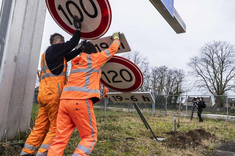 Het verlagen van de maximumsnelheid was een van de eerste maatregelen om te zorgen voor minder stikstofuitstoot in Nederland. Vrijdag maakte minister Schouten de overige maatregelen van haar nieuwe stikstofaanpak bekend. Beeld ANP