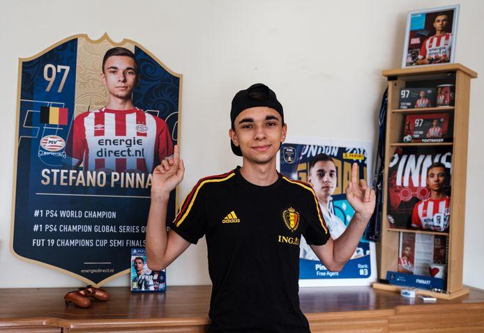 Stefano tussen enkele FIFA-gadgets, hij verlaat PSV en verkast naar Lille OSC.