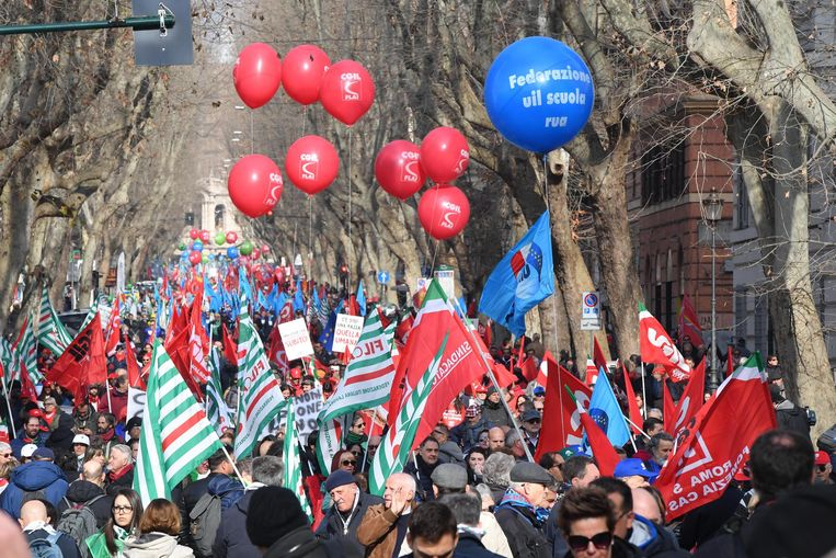 Honderdduizenden mensen kwamen op straat in Rome, ze voelen zich genegeerd door de populistische regering.