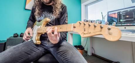 Bij gitaarleraar Paul de Zeeuw komt eerst de basis en dan de solo