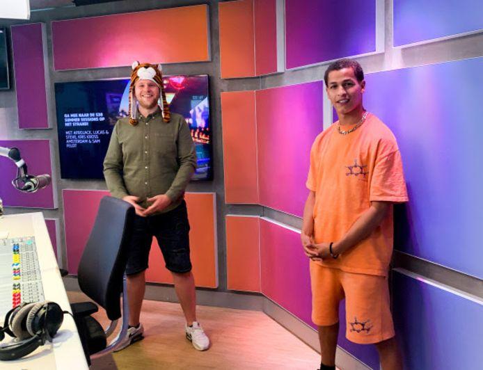 Bilal Wahib (r) en 538-dj Ivo van Breukelen.