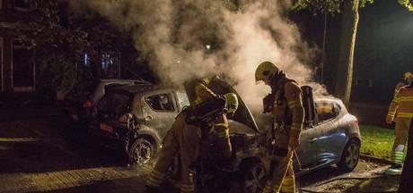 Auto's beschadigd door brand in Arnhem