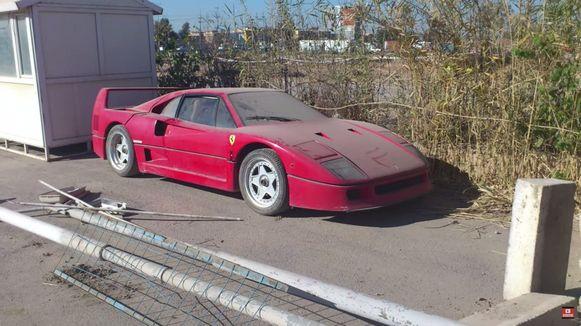 De verwaarloosde Ferrari F40 van wijlen Uday Hoessein.