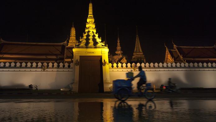 Het water stijgt tot aan de deuren van het Paleis in het centrum van Bangkok.