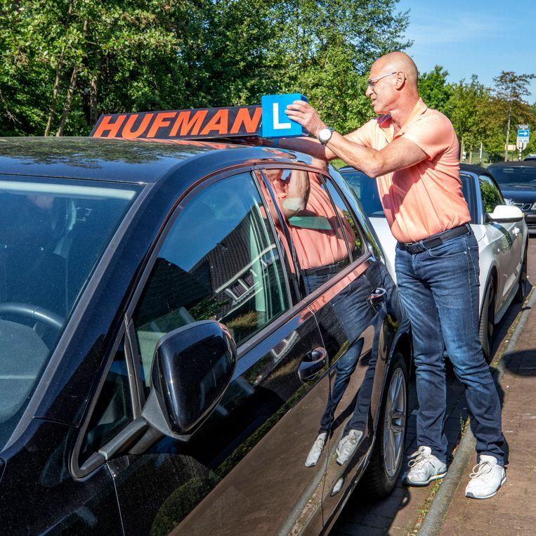 André Hufman, rijschoolhouder in Hooglanderveen mag ook weer aan de slag. Beeld Raymond Rutting / de Volkskrant