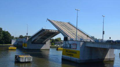 """Afdeling Maritieme Toegang voert zaterdag werken uit aan Zelzatebrug: """"Tussen 8 en 9 uur gesloten voor alle verkeer"""""""