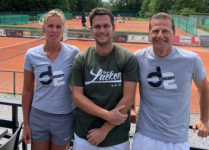 Daphne Vande Zande (links) en David Basile (rechts) zetten hun tennisproject verder bij Royal Laeken Tennis Club.