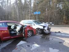 Auto's botsen op elkaar in Soest