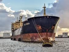 Bemanning olietanker al 5 weken vast in Amsterdamse haven