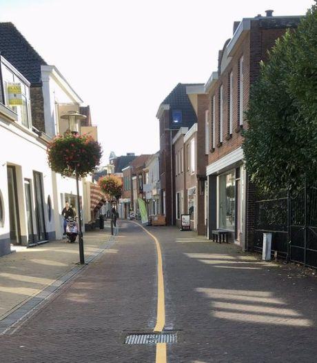 Altena neemt maatregelen om coronaproof door centrum van Werkendam te wandelen