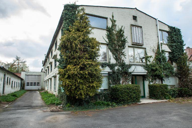 De voormalige zetelfabriek Gedelux gaat ook tegen de vlakte.