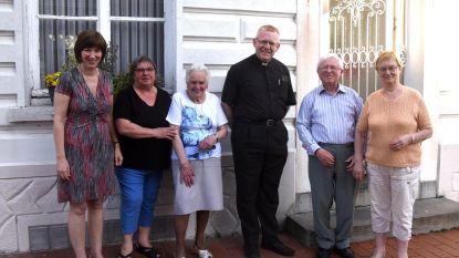 Pastoor Penne nog even bij vroegere parochianen
