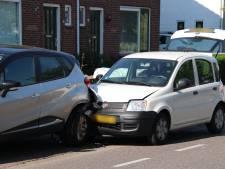 Man botst op geparkeerde auto vanwege uitwijkmanoeuvre voor snelheidsduivel in Goes