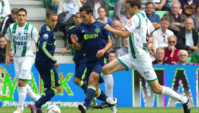 Mounir El Hamdaoui van Ajax (tweede van rechts) glipt langs Tim Sparv (R) van FC Groningen. Foto ANP Beeld