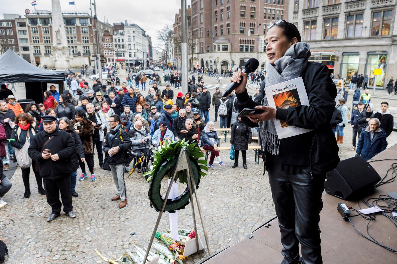 TT-2020-001268 // © Foto Marcel Israel // 080320 // Op de Dam in Amsterdam was de 'Dag van de Opstand', waar de Indische gemeenschap symbolisch de oorlog verklaart aan de Nederlandse Staat vanwege uitblijven eerherstel. De Twentse Peggy Stein organiseert het, Enschedeër Ron Brus spreekt er.// Peggy Stein
