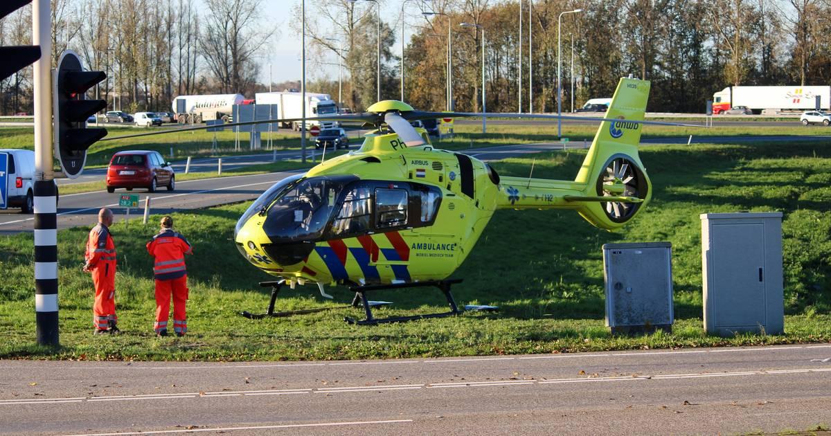Traumahelikopter geland in Gouda voor ongeval met fiets.