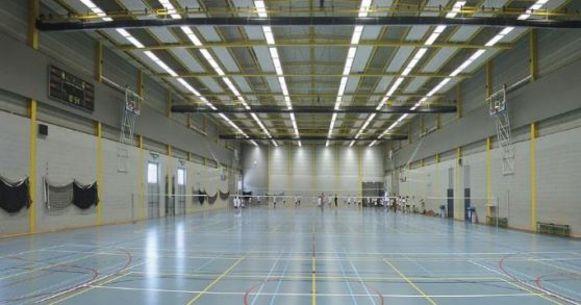 De verlichting in de recreatieve zaal wordt vervangen.