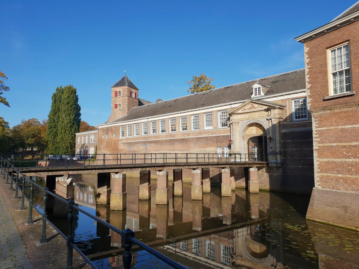 Rust rond het Kasteel van Breda, waar de Koninklijk Militaire Academie is gehuisvest.