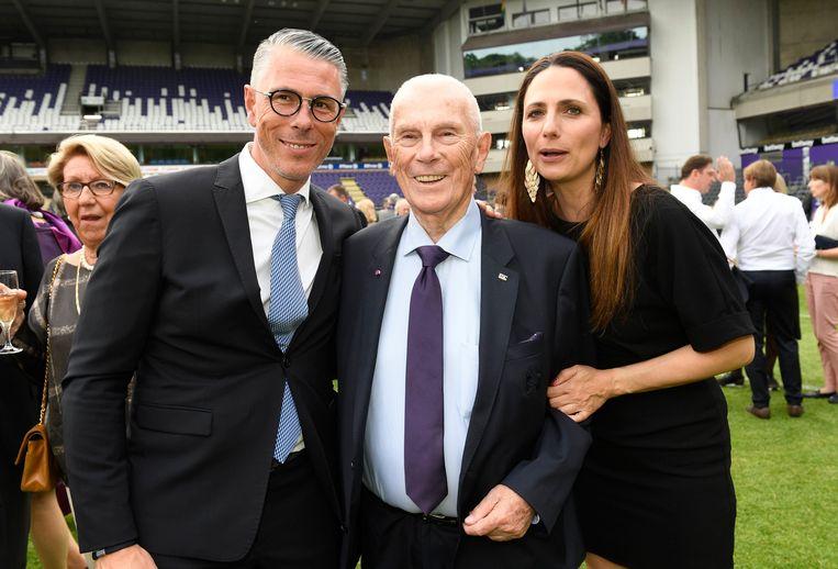 Michel Verschueren geflankeerd door zoon Michael en diens vrouw.