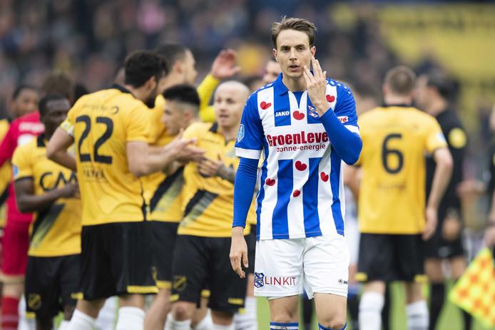 Daniel Høegh speelde alles in het seizoen 2017/2018. Op de achtergrond naast de schouder van de Deen staat de andere veldspeler die alles speelde: Angeliño.