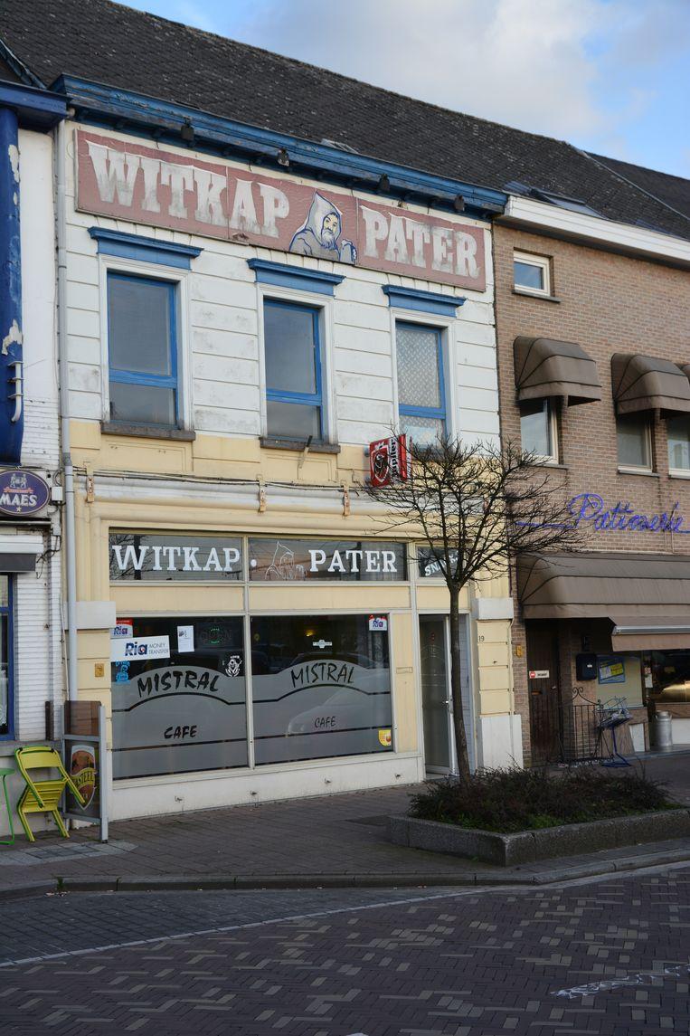 Café Mistral aan het Stationsplein in Denderleeuw.
